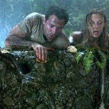 Johnny Messner e Kadee Strickland in una scena di Anaconda: alla ricerca dell'orchidea maledetta