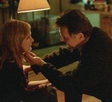 Kirsten Dunst e Tom Wilkinson in una scena di Se mi lasci ti cancello