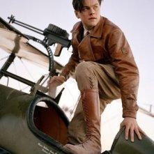 Leonardo DiCaprio in una scena di The Aviator, del 2004