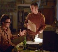Mark Ruffalo e Elijah Wood in una scena di Se mi lasci ti cancello