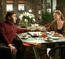 Alfred Molina e Donna Murphy in una scena di Spider-Man 2