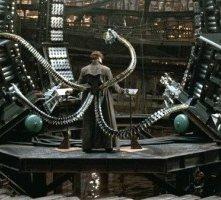 Alfred Molina in una scena di Spider-Man 2, del 2004