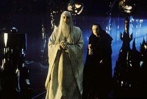 Christopher Lee e Brad Dourif in una scena di Il signore degli anelli - Le due torri