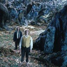 Dominic Monaghan con Billy Boyd in una scena di Il signore degli anelli - Le due torri