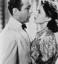 Humphrey Bogart con Ingrid Bergman in una scena di Casablanca