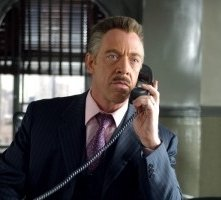 J.K. Simmons in una scena di Spider-Man 2