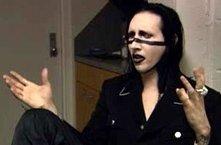 Marilyn Manson in una scena di Bowling a Columbine