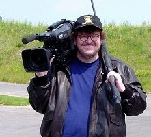 Michael Moore in una immagine di Bowling a Columbine
