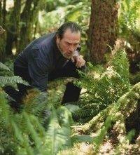 Tommy Lee Jones in una scena di The Hunted - La preda