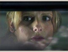 L'attrice Sarah Michelle Gellar in una scena di The Grudge