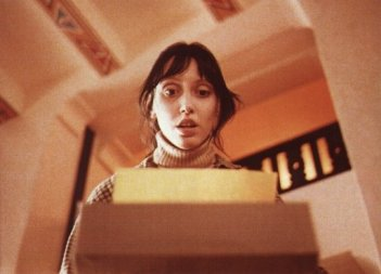 Shelley Duvall fa una inquietante scoperta in una scena di Shining