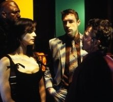 Edward Burns, Dustin Hoffman, Rachel Weisz e Morris Chestnut in una scena di Confidence