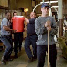Joaquin Phoenix in una scena del film Squadra 49