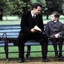 Johnny Depp con freddie Highmore in una scena di Neverland - un sogno per la vita