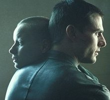 Tom Cruise e Samantha Morton in una sequenza di Minority Report