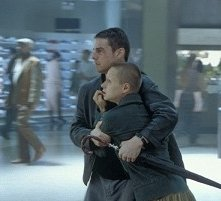 Tom Cruise e Samantha Morton in una scena di Minority Report (2002)