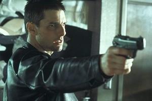 Tom Cruise in una scena d'azione del film Minority Report