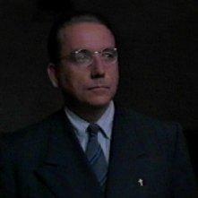 Bob Gunton in una scena di Le ali della libertà