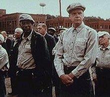 Morgan Freeman e Tim Robbins in una scena di Le ali della libertà