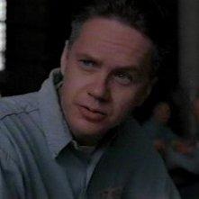 Tim Robbins in una scena di Le ali della libertà, tratto da un racconto di Stephen King