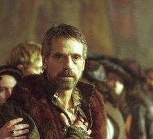 Jeremy Irons in una scena de Il Mercante di Venezia