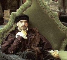 Jeremy Irons in una scena di Il Mercante di Venezia, nel 2004