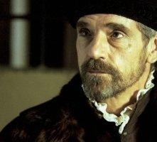 Jeremy Irons in una scena di Il Mercante di Venezia