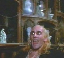 Richard O'Brien in una scena del musical The Rocky Horror Picture Show
