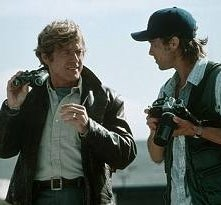 Robert Redford accanto a Brad Pitt in una scena di Spy Game
