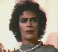 Tim Curry in una scena di The Rocky Horror Picture Show
