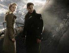 Gwyneth Paltrow e Jude Law in una scena di Sky Captain and the World of Tomorrow