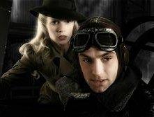 Jude Law e Gwyneth Paltrow in una sequenza di Sky Captain and the World of Tomorrow