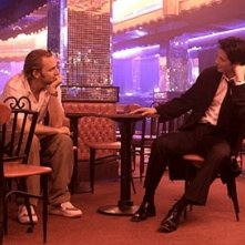 Keanu Reeves e Francis Lawrence in una scena di Constantine