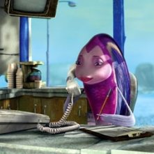 La dolce pesciolina Angie al telefono in una scena di Shark Tale