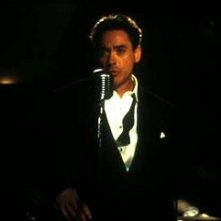 Robert Downey jr. in una scena di The Singing Detective