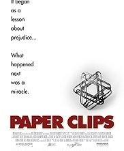 La locandina di Paper Clips
