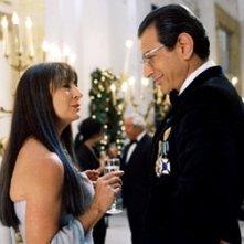 Anjelica Huston e Jeff Goldblum in una scena di Le avventure acquatiche di Steve Zissou