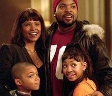 Nia Long, Philip Bolden, Ice Cube e Aleisha Allen in una scena di Io, lei e i suoi bambini