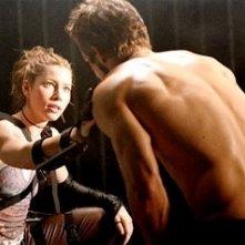 Ryan Reynolds e Jessica Biel in una scena di Blade: Trinity
