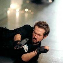 Ryan Reynolds in una scena action di Blade: Trinity