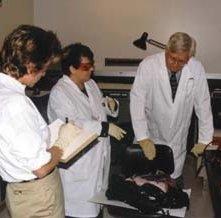 Patricia Cornwell con la dott.ssa Marcella Fierro del Virginia Institute of Forensic Science and Medicine