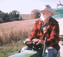 Richard Farnsworth in una scena di Una Storia Vera