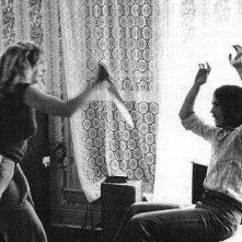 Debra Hill e John Carpenter discutono sulla scena dell'omicidio di Judith Myers sul set di Halloween