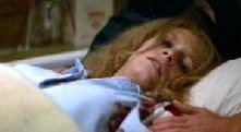 Jamie Lee Curtis in una scena di Halloween 2 - Il signore della morte
