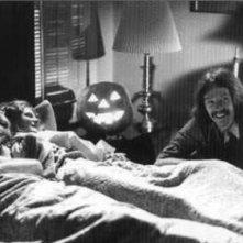 Michael Graham, P.J. Soles e John Carpenter scherzano sul set di Halloween