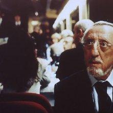 Carlo Delle Piane in una scena di Tickets