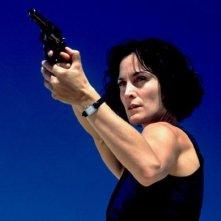 Carrie Ann Moss in una scena di Suspect Zero