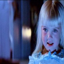 Heather O'Rourke in una sequenza di POLTERGEIST: DEMONIACHE PRESENZE