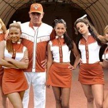 Kelli Garner, Christina Milian, Tommy Lee Jones, Paula Garles, Vanessa Ferlito e Monica Keena in una scena de L'uomo di casa