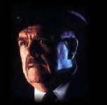 Pat Hingle è il commissario Gordon